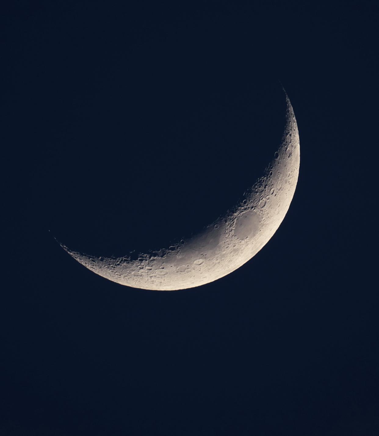 moon22_02_15br